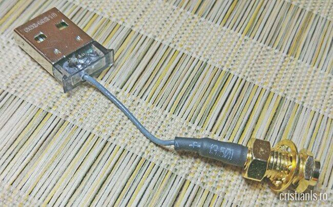 conector RP-SMA conectat la adaptorul bluetooth usb