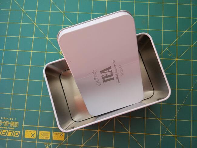cutie de ceai din tablă