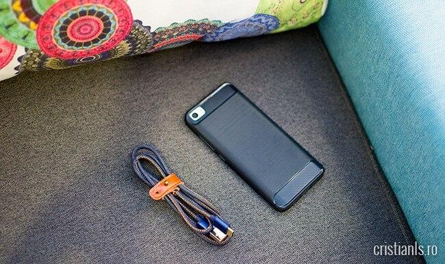 cablu și telefon