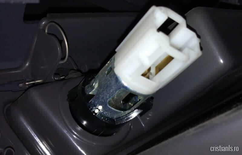 demontare bricheta auto